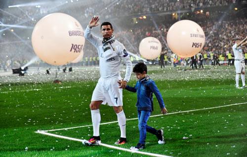 """Ronaldo khoe cơ bắp, tuyên bố phá """"lời nguyền"""" Cúp C1 - 3"""