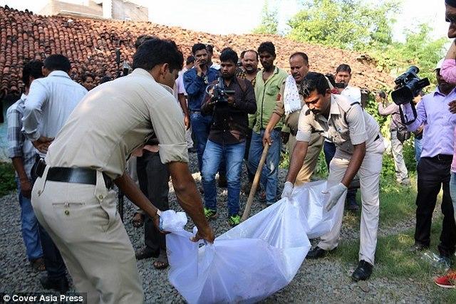 Ấn Độ: Chôn chồng dưới sàn nhà vì hết tiền mua mộ - 1