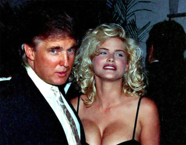 Vợ đầu của ông Trump là người mẫu Séc Ivana Zelnickova vào năm 1977.