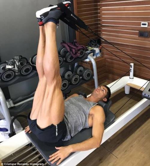 """Ronaldo khoe cơ bắp, tuyên bố phá """"lời nguyền"""" Cúp C1 - 1"""