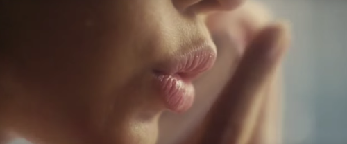 Tình yêu khó tin trong phim 19+ bị cấm chiếu ở Việt Nam - 2