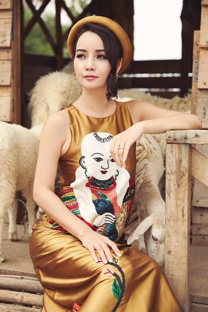 Mai Thu Huyền đẹp lúng liếng với váy họa tiết dân gian - 2
