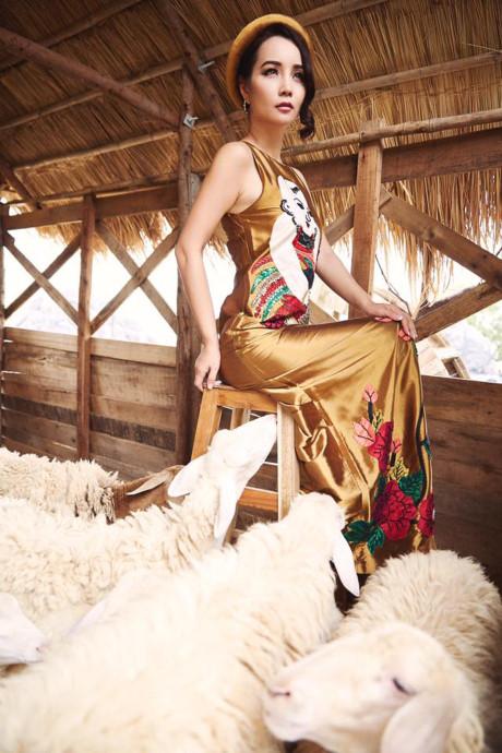 Mai Thu Huyền đẹp lúng liếng với váy họa tiết dân gian - 4