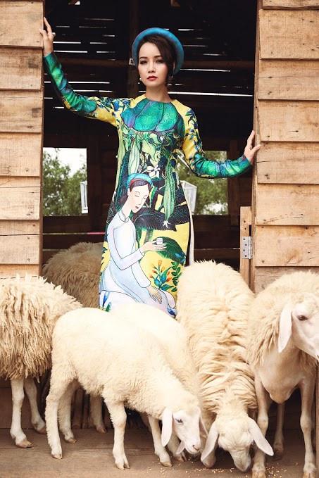 Mai Thu Huyền đẹp lúng liếng với váy họa tiết dân gian - 5