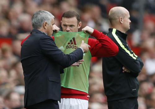 """Hiệu suất thấp, Rooney lại bị Mourinho """"chê bai"""" - 2"""