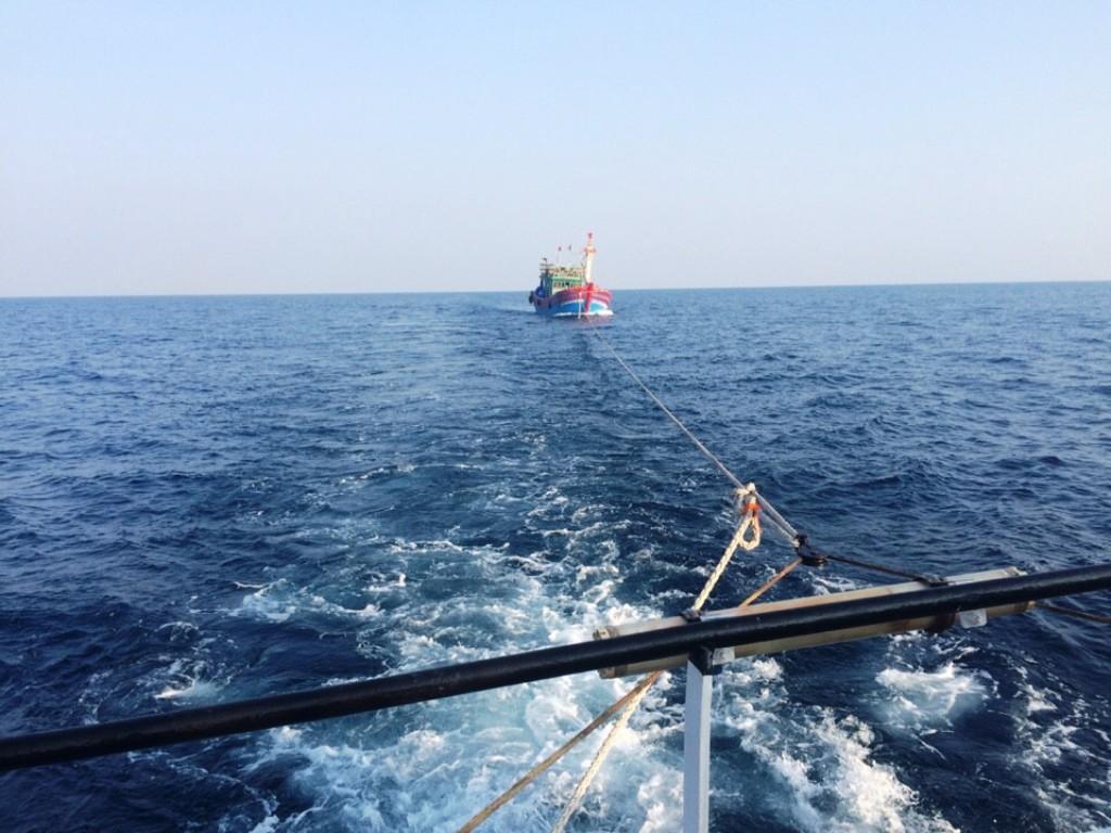 Tàu cá chết máy, 19 thuyền viên lênh đênh trên biển - 1