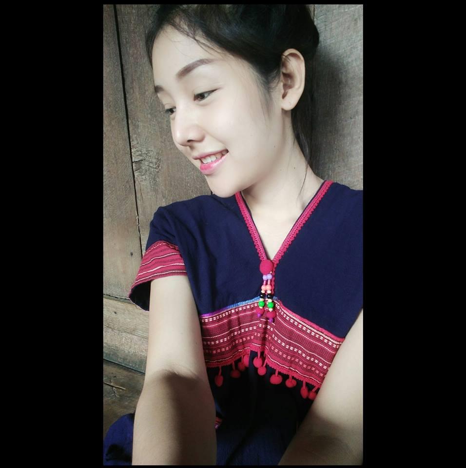 Thái Lan: Người mẫu xinh đẹp tắm trong ổ gà gây sốt - 3