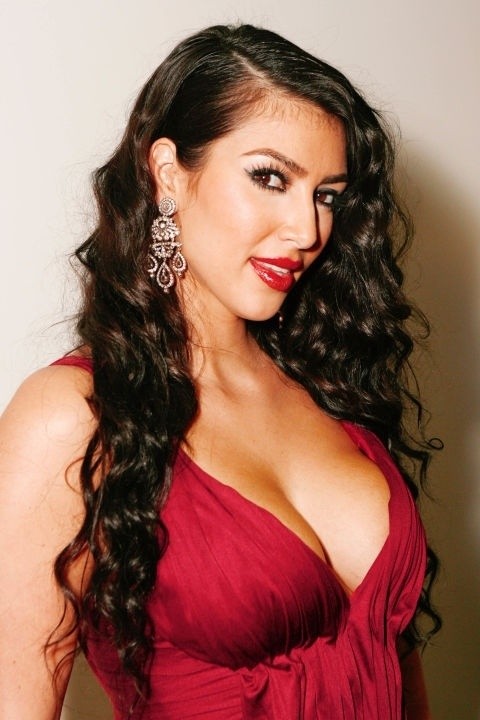 Những mái tóc làm nên tên tuổi Kim Kardashian - 2