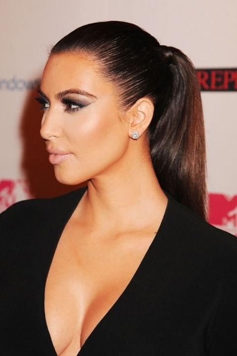 Những mái tóc làm nên tên tuổi Kim Kardashian - 8