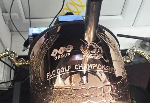 Hé lộ hình ảnh chiếc cúp 5.500 USD của giải FLC Golf Championship 2016 - 1