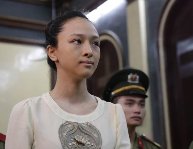 """""""Sốc"""" vì chân dài Việt bị tố cáo, vướng vào lao lý - 3"""