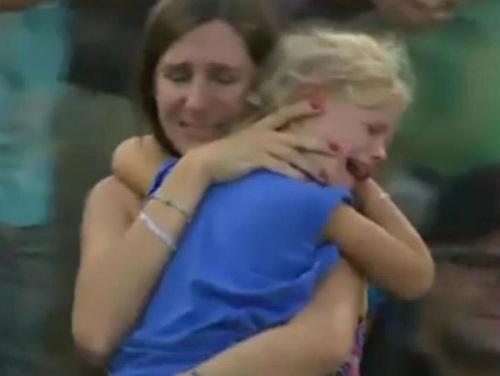 Hành động đẹp: Nadal dừng trận đấu, giúp tìm trẻ lạc - 2