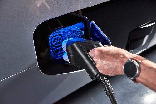 Soi xe tải điện công nghệ cao Mercedes-Benz Urban eTruck - 6