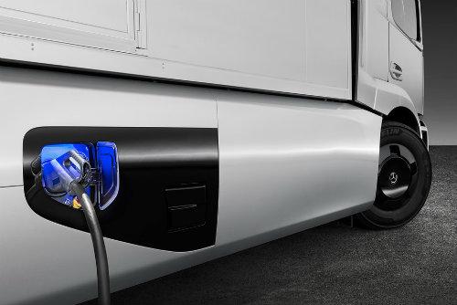 Soi xe tải điện công nghệ cao Mercedes-Benz Urban eTruck - 4