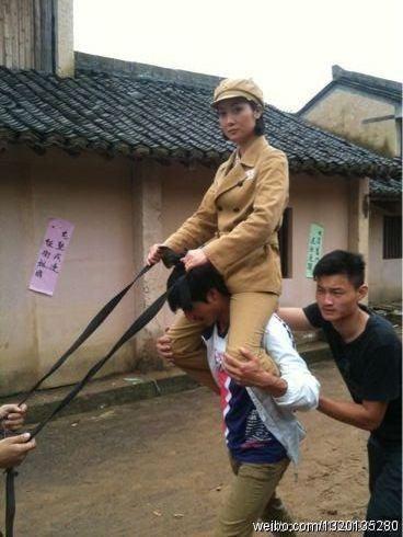 """Phì cười với cảnh cưỡi ngựa """"rỏm"""" trên trường quay Trung Quốc - 3"""