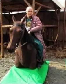 """Phì cười với cảnh cưỡi ngựa """"rỏm"""" trên trường quay Trung Quốc - 5"""