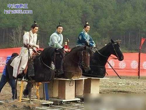 """Phì cười với cảnh cưỡi ngựa """"rỏm"""" trên trường quay Trung Quốc - 4"""