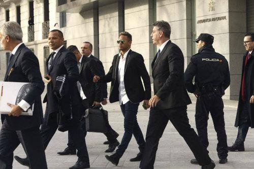Bị lộ tin mật, Neymar đòi kiện chính quyền Brazil - 1