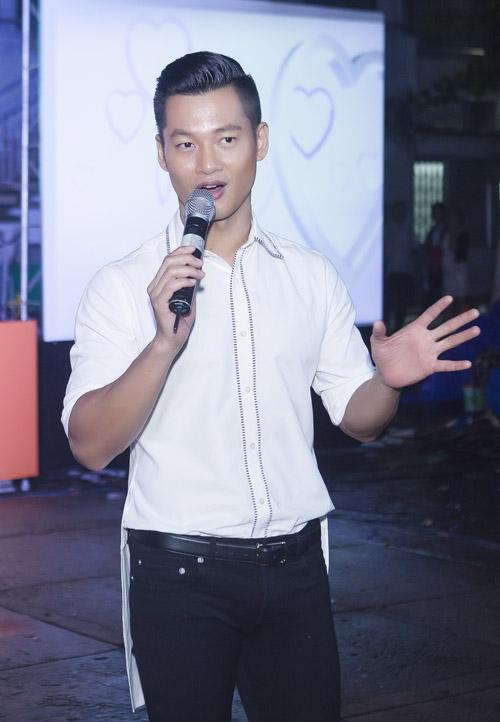 Đức Tuấn mời Phạm Hương khoe giọng trước hàng trăm sinh viên - 7