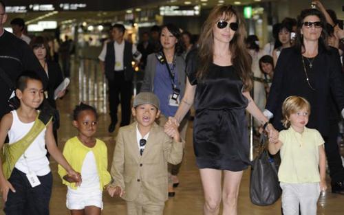 Choáng với biệt thự triệu đô 7 mẹ con Angelina Jolie đang ở - 2