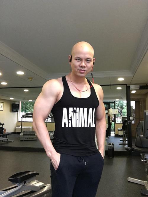Không thể tin đây là Phan Đinh Tùng ở tuổi 41 - 1