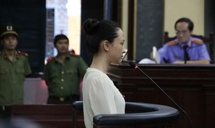 Vụ hợp đồng tình ái: Luật sư chưa được gặp Phương Nga - 1