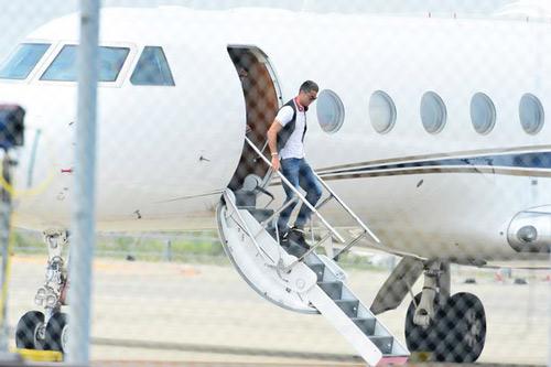 Máy bay của Ronaldo gặp tai nạn ở Barcelona - 1
