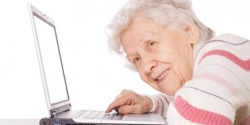 Người trên 55 tuổi có thói quen sử dụng internet như thế nào? - 1