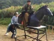 """Phim - Phì cười với cảnh cưỡi ngựa """"rỏm"""" trên trường quay Trung Quốc"""