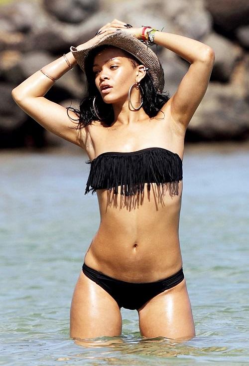 Bí mật hình thể 3 vòng sexy 87-61-92 cm của Rihanna - 1