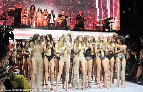 """Màn diễn nội y bốc lửa của """"đối thủ Victoria's Secret"""" - 22"""