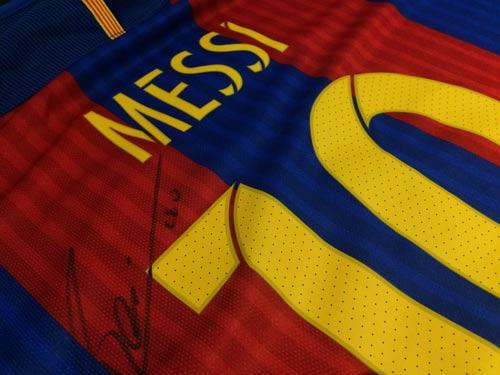 Messi quyên áo đấu từ thiện vì cầu thủ cụt chân - 2