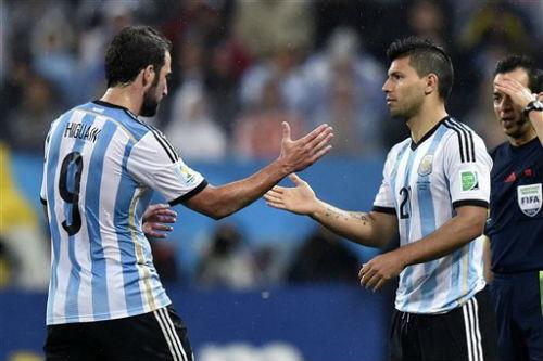Argentina hội quân: Aguero, Higuain thế vai Messi - 1