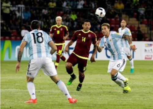 Argentina hội quân: Aguero, Higuain thế vai Messi - 2