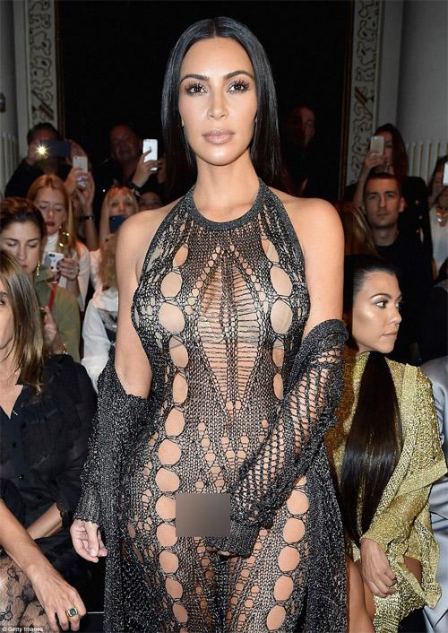 Cô Kim khoe đường cong siêu tưởng với váy nghìn lỗ - 2