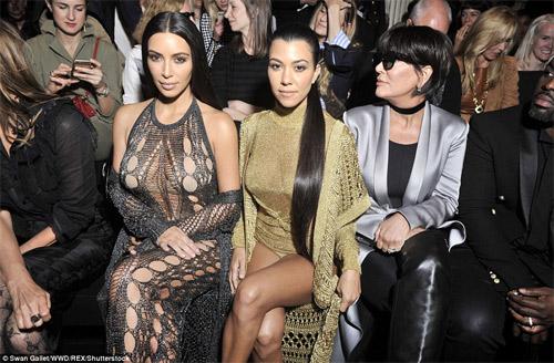 Cô Kim khoe đường cong siêu tưởng với váy nghìn lỗ - 3