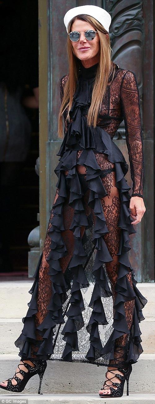 Cô Kim khoe đường cong siêu tưởng với váy nghìn lỗ - 7