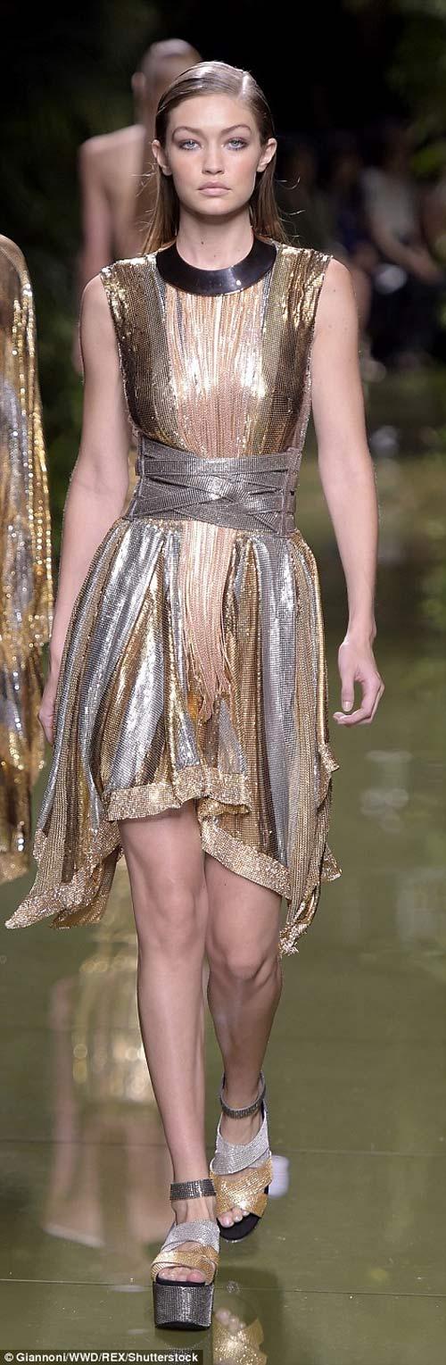 Cô Kim khoe đường cong siêu tưởng với váy nghìn lỗ - 9
