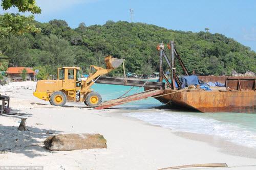 """Sự thật gây sốc ở bãi biển """"Maldives của Thái Lan"""" - 2"""