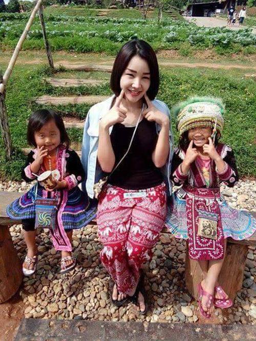Ngắm dung nhan người mẫu Thái Lan tắm bùn trong ổ gà - 4