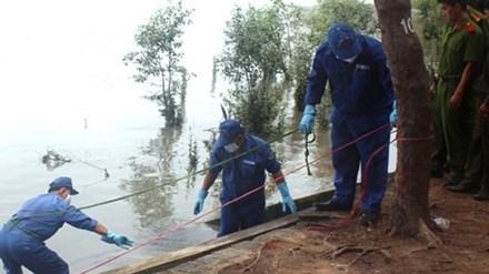 Thi thể người phụ nữ phân hủy trôi dạt trên biển Cửa Lò - 1