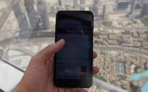 Video: Thả rơi iPhone 7 Plus từ tòa nhà cao nhất thế giới - 1
