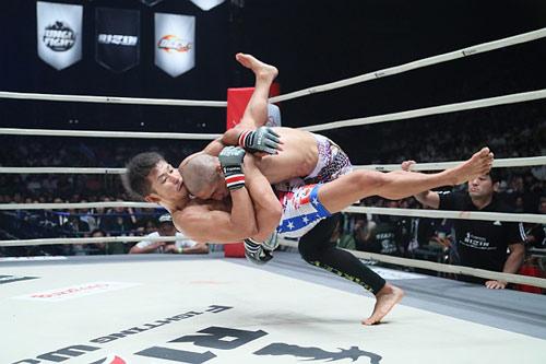 MMA: Mẫu tử cùng xung trận, con thắng mẹ thảm bại - 3
