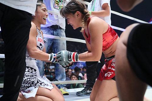 MMA: Mẫu tử cùng xung trận, con thắng mẹ thảm bại - 2