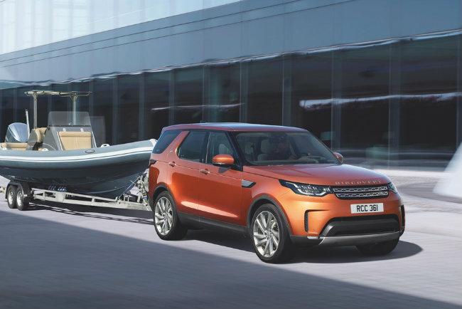 Land Rover Discovery hiện đang bán ở Mỹ với cái tên mã LR4 là một trong những mẫu SUV theo trường phái cổ điển cuối cùng, tập trung vào khả năng chạy đa địa hình và độ chắc chắn nói chung.