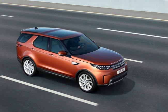 Tuy nhiên với việc tái thiết kế trong mẫu Discovery mới nhất cho thấy Land Rover đang nỗ lực đem lại sự cập nhật về công nghệ và tập trung nhiều hơn vào sự tinh tế.
