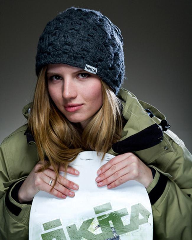Ngoài tài năng cô được mệnh danh là VĐV trượt tuyết đẹp nhất hành tinh.