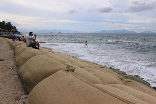 Từng lọt top 25 bãi biển đẹp nhất châu Á, nhưng Cửa Đại đang có nguy cơ bị xóa sổ - 1