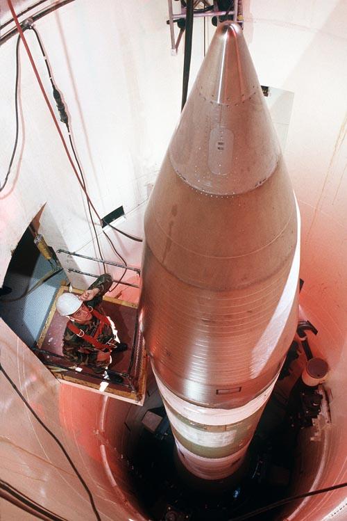 """Vũ khí tấn công hạt nhân của Mỹ """"yếu xìu"""" so với Nga - 3"""