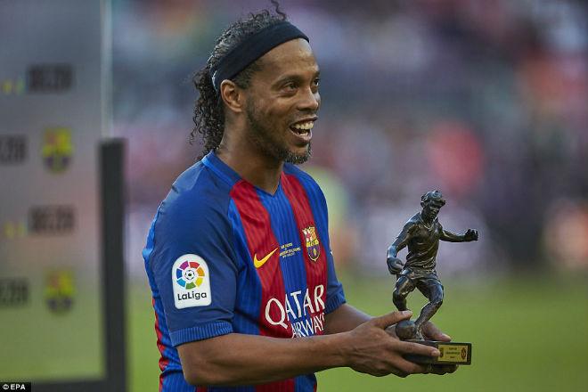 """Ronaldinho diễn """"ảo thuật"""", huyền thoại MU hóa """"trẻ con"""" - 6"""
